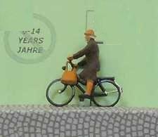 1:120 Radfahrerin mit Mantel + Tasche   - Preiser Figur beleuchtet by Bicyc-LED | günstig bestellen bei Modelleisenbahn Center  MCS Vertriebs GmbH