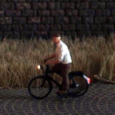 1:120 Radfahrer mit Hemd + Mütze   - Preiser Figur beleuchtet by Bicyc-LED | günstig bestellen bei Modelleisenbahn Center  MCS Vertriebs GmbH