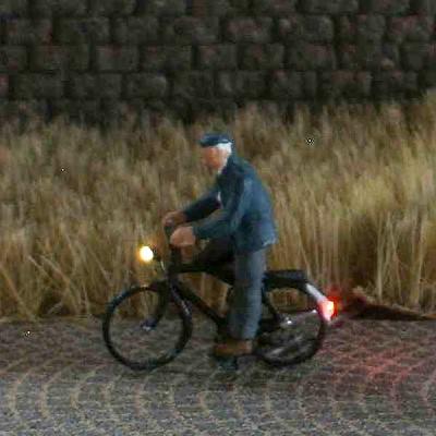 1:120 Radfahrer mit Jacke + Mütze   - Preiser Figur beleuchtet by Bicyc-LED | günstig bestellen bei Modelleisenbahn Center  MCS Vertriebs GmbH