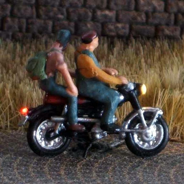 1:120 Motorradfahrer mit Mütze + Brille   - Preiser Figur beleuchtet by Bicyc-LED | günstig bestellen bei Modelleisenbahn Center  MCS Vertriebs GmbH