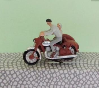 1:120 Gespann Fahrer mit Mütze + Brille, Beifahrer im Wagen   - Preiser Figur beleuchtet by Bicyc-LED | günstig bestellen bei Modelleisenbahn Center  MCS Vertriebs GmbH
