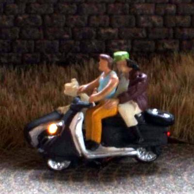 1:120 Gespann Fahrer mit Mütze + Shirt, Beifahrer auf Rücksitz,  Hund im Wagen  - Preiser Figur beleuchtet by Bicyc-LED | günstig bestellen bei Modelleisenbahn Center  MCS Vertriebs GmbH