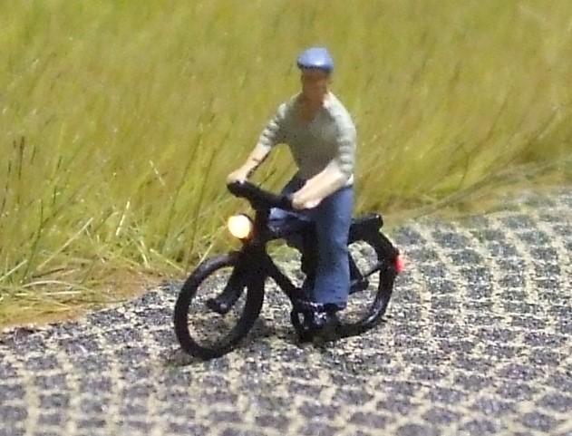 1:160 Radfahrer mit Hemd + Mütze  - Preiser Figur beleuchtet by Bicyc-LED | günstig bestellen bei Modelleisenbahn Center  MCS Vertriebs GmbH