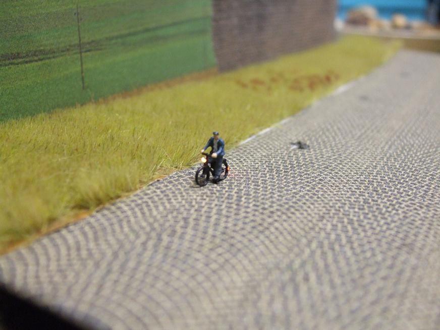 1:160 Radfahrer mit Mantel + Mütze  - Preiser Figur beleuchtet by Bicyc-LED | günstig bestellen bei Modelleisenbahn Center  MCS Vertriebs GmbH