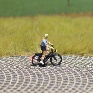 1:160 Radfahrerin mit T-Shirt + kurzer Hose  - Preiser Figur beleuchtet by Bicyc-LED | günstig bestellen bei Modelleisenbahn Center  MCS Vertriebs GmbH