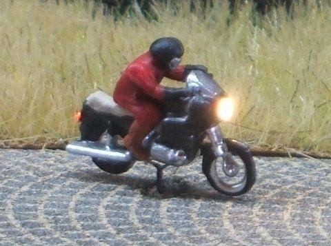 1:160 Krad - Fahrer mit Helm    - Preiser Figur beleuchtet by Bicyc-LED | günstig bestellen bei Modelleisenbahn Center  MCS Vertriebs GmbH