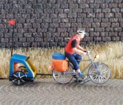 1:87 Radfahrer mit Helm + Gepäcktasche + Buggy   - Preiser Figur beleuchtet by Bicyc-LED | günstig bestellen bei Modelleisenbahn Center  MCS Vertriebs GmbH