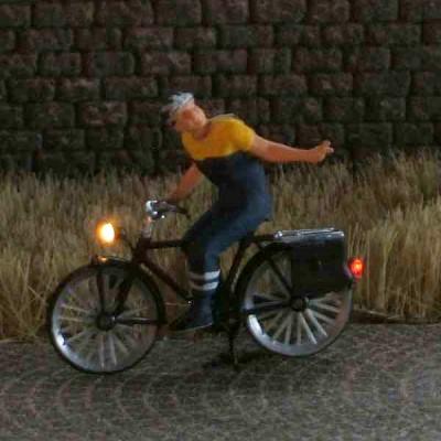 1:87 Radfahrer mit Helm    - Preiser Figur beleuchtet by Bicyc-LED | günstig bestellen bei Modelleisenbahn Center  MCS Vertriebs GmbH