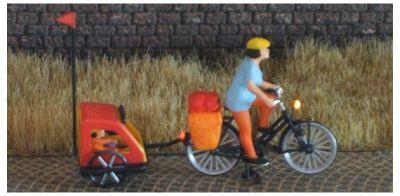 1:87 Radfahrerin - mit Helm Gepäcktasche + Buggy  - Preiser Figur beleuchtet by Bicyc-LED | günstig bestellen bei Modelleisenbahn Center  MCS Vertriebs GmbH
