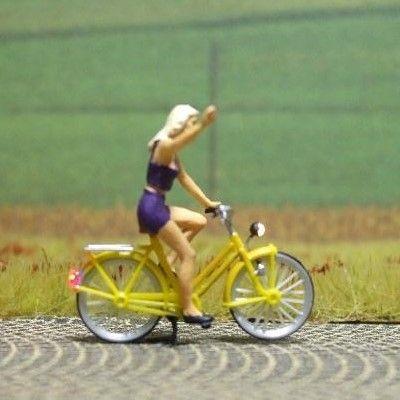 1:87 Radfahrerin - Blondine   - Preiser Figur beleuchtet by Bicyc-LED | günstig bestellen bei Modelleisenbahn Center  MCS Vertriebs GmbH