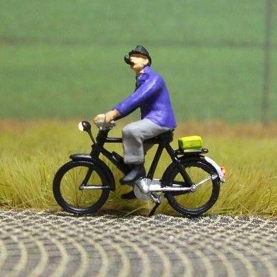1:87 Radfahrer mit Pfeife  - Preiser Figur beleuchtet by Bicyc-LED | günstig bestellen bei Modelleisenbahn Center  MCS Vertriebs GmbH