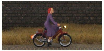 1:87 Radfahrerin mit Kleid  - Preiser Figur beleuchtet by Bicyc-LED | günstig bestellen bei Modelleisenbahn Center  MCS Vertriebs GmbH