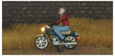 1:87 Mokick Fahrer mit Jacke  + Helm  - Preiser Figur beleuchtet by Bicyc-LED | günstig bestellen bei Modelleisenbahn Center  MCS Vertriebs GmbH