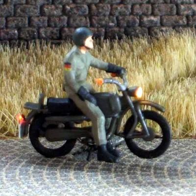 1:87 Hercules Bundeswehr Fahrer mit Helm stehend  - Preiser Figur beleuchtet by Bicyc-LED | günstig bestellen bei Modelleisenbahn Center  MCS Vertriebs GmbH