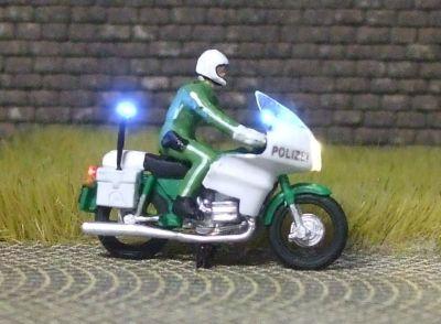 1:87 BMW Polizei-Krad grün, Fahrer sitzend mit 3-fach Blaulicht - benötigt Blinkgeber 091-873888   - Preiser Figur beleuchtet by Bicyc-LED | günstig bestellen bei Modelleisenbahn Center  MCS Vertriebs GmbH