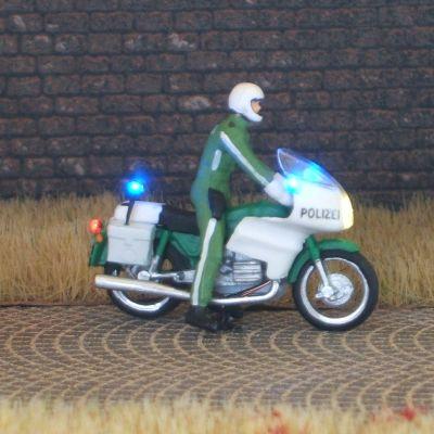 1:87 BMW Polizei-Krad grün, Fahrer stehend mit 3-fach Blaulicht - benötigt Blinkgeber 091-873888   - Preiser Figur beleuchtet by Bicyc-LED | günstig bestellen bei Modelleisenbahn Center  MCS Vertriebs GmbH