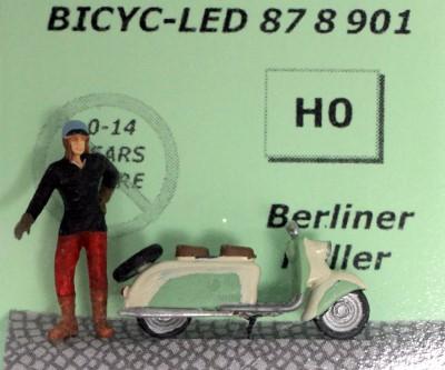 1:87 Berliner Roller, Fahrer mit Lederhaube stehend  - Preiser Figur beleuchtet by Bicyc-LED | günstig bestellen bei Modelleisenbahn Center  MCS Vertriebs GmbH