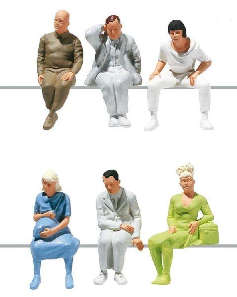 1:22,5 Sitzende Figuren, 6 Stück - Pola  - einfache Bemalung für Waggons | günstig bestellen bei Modelleisenbahn Center  MCS Vertriebs GmbH
