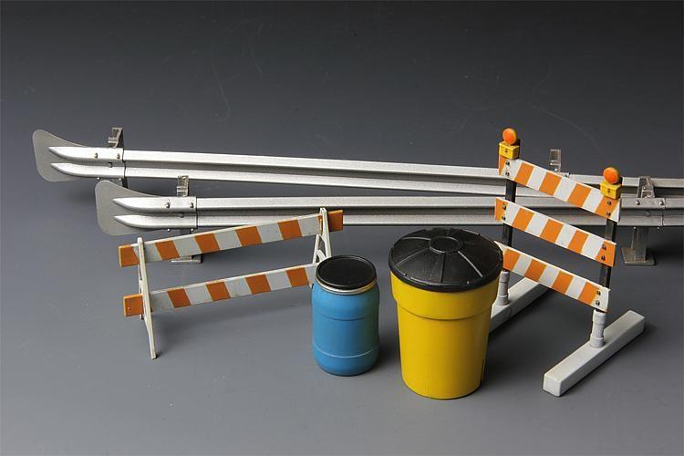 1:35 Leitplanken und Absperrungen - Meng Models  - Plastikmodellbausatz, ideal für den Dioramenbau | günstig bestellen bei Modelleisenbahn Center  MCS Vertriebs GmbH