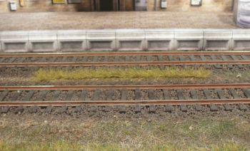 Grasstreifen frühlingsgrün, 5-6mm hoch, 10 Stück - Heki  - je 100mm lang | günstig bestellen bei Modelleisenbahn Center  MCS Vertriebs GmbH