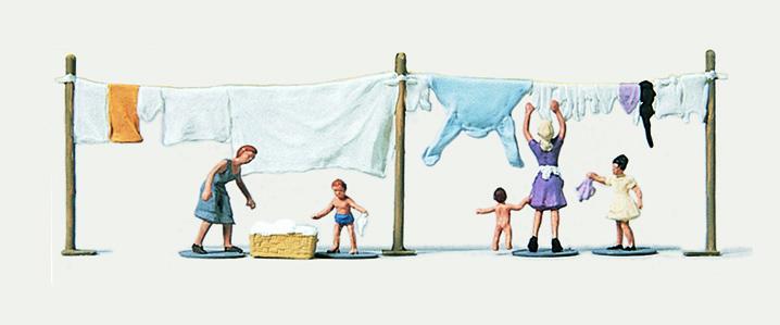1:160 Frauen beim Wäscheaufhängen - Merten  | günstig bestellen bei Modelleisenbahn Center  MCS Vertriebs GmbH