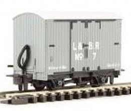 H0e Gedeckter Güterwagen grau, 2-achsig- L&B no.7 - Peco  - Fertigmodell  | günstig bestellen bei Modelleisenbahn Center  MCS Vertriebs GmbH