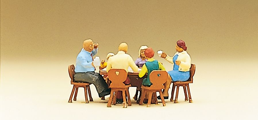 1:87 Familie Krause in der Gartenwirtschaft mit Stühlen + Tisch - Preiser 10282  | günstig bestellen bei Modelleisenbahn Center  MCS Vertriebs GmbH