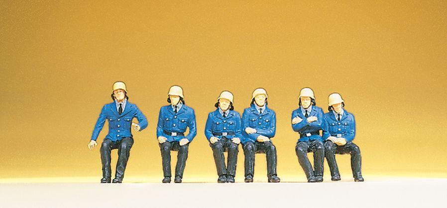 1:87 Feuerwehrmänner, sitzend - Preiser 14207  | günstig bestellen bei Modelleisenbahn Center  MCS Vertriebs GmbH