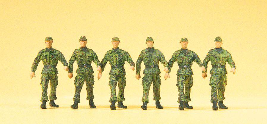 1:87 BW Infanteristen im Marsch, Mütze, Flecktarnung, ohne Gewehr - Preiser 16830  | günstig bestellen bei Modelleisenbahn Center  MCS Vertriebs GmbH