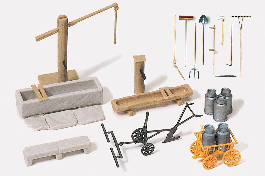 1:87 Brunnen, Milchkarren und versch. Werkzeuge, Bausatz- Preiser 17600  | günstig bestellen bei Modelleisenbahn Center  MCS Vertriebs GmbH