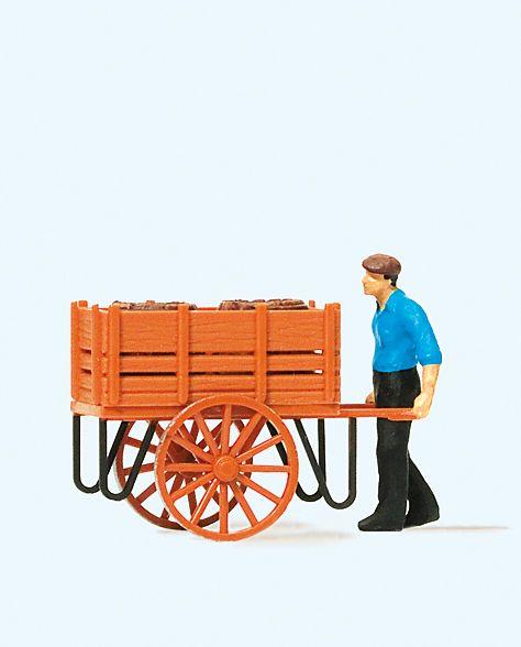 1:87 Arbeiter mit Handwagen u. Fässerladung - Preiser 28131  | günstig bestellen bei Modelleisenbahn Center  MCS Vertriebs GmbH