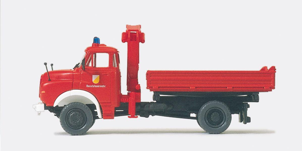 1:87 Feuerwehr Dreiseitenkippe mit Ladekran, MAN 11.1136, Aufbau Meiler, Bausatz - Preiser 31201    günstig bestellen bei Modelleisenbahn Center  MCS Vertriebs GmbH