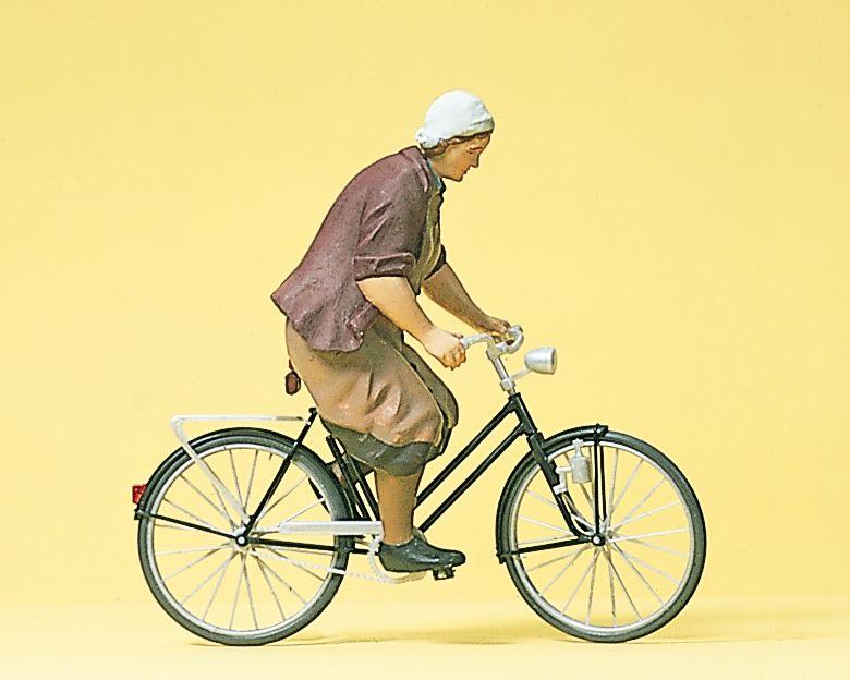 1:22,5 Bäuerin auf Fahrrad - Preiser 45068  | günstig bestellen bei Modelleisenbahn Center  MCS Vertriebs GmbH