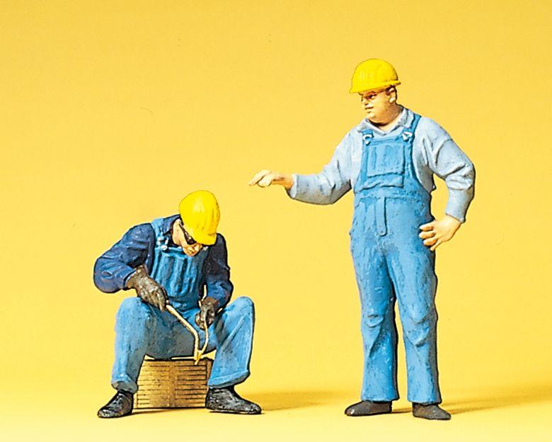 1:22,5 Arbeiter mit Schutzhelm bei Schweißarbeiten- Preiser 45076  | günstig bestellen bei Modelleisenbahn Center  MCS Vertriebs GmbH
