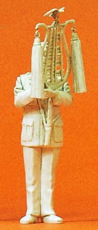 1:35 BW Heeresmusikkorps Musiker mit Glockenspiel, unbemalt - Preiser 64354  | günstig bestellen bei Modelleisenbahn Center  MCS Vertriebs GmbH
