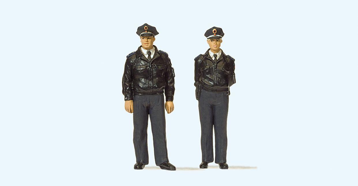 1:45 Polizisten mit blauer Uniform, Deutschland - Preiser 65364  | günstig bestellen bei Modelleisenbahn Center  MCS Vertriebs GmbH