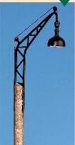 Spur 0 Bahnhofslampe mit Holzmast, beleuchtet - Weinert 25211  | günstig bestellen bei Modelleisenbahn Center  MCS Vertriebs GmbH