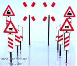 Spur 0 Bakensatz für Bahnübergang, 4 Andreaskreuze, 8 Schilder, 12 Baken, Bausatz - Weinert 2526  | günstig bestellen bei Modelleisenbahn Center  MCS Vertriebs GmbH
