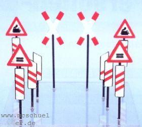 1:87 Bakensatz für beschrankte und unbeschrankte Bahnübergänge - Weinert 3375  | günstig bestellen bei Modelleisenbahn Center  MCS Vertriebs GmbH