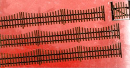 Spur 0 Gartenzaun mit Tor, L=60cm - Busch 10241  - Holzbausatz in Lasercut-Technik | günstig bestellen bei Modelleisenbahn Center  MCS Vertriebs GmbH