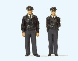 1:32 Polizisten stehend, mit blauen Uniformen, Deutschland - Preiser 63101